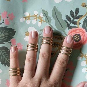 Nwot Set of 4 gold layered midi ring